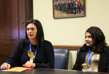 ACS CAN Wisconsin volunteer Mariah Forster Olson (right) and ACS CAN Idaho volunteer Shea Neely meet with lawmakers during Childhood Cancer Action Days.