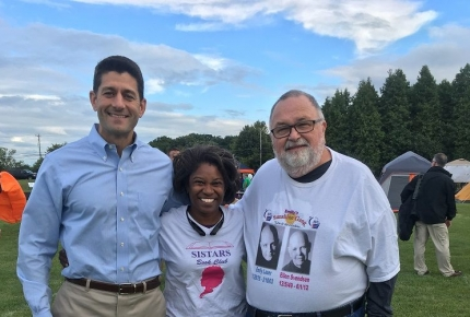 Speaker Paul Ryan meets with ACS CAN volunteers at an event in Wisconsin.
