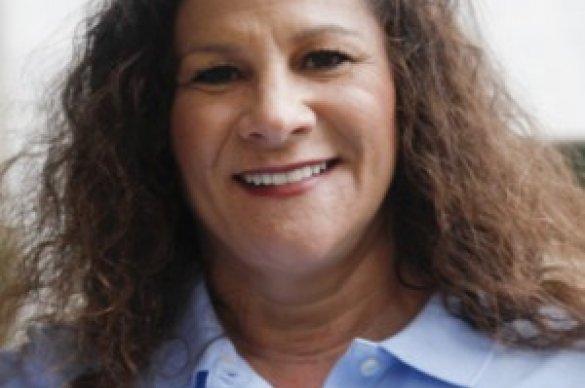 Lori Greenstein Bremner smiling